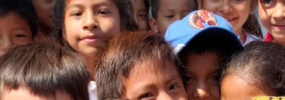 Niños en Jojutla sonríen a la cámara