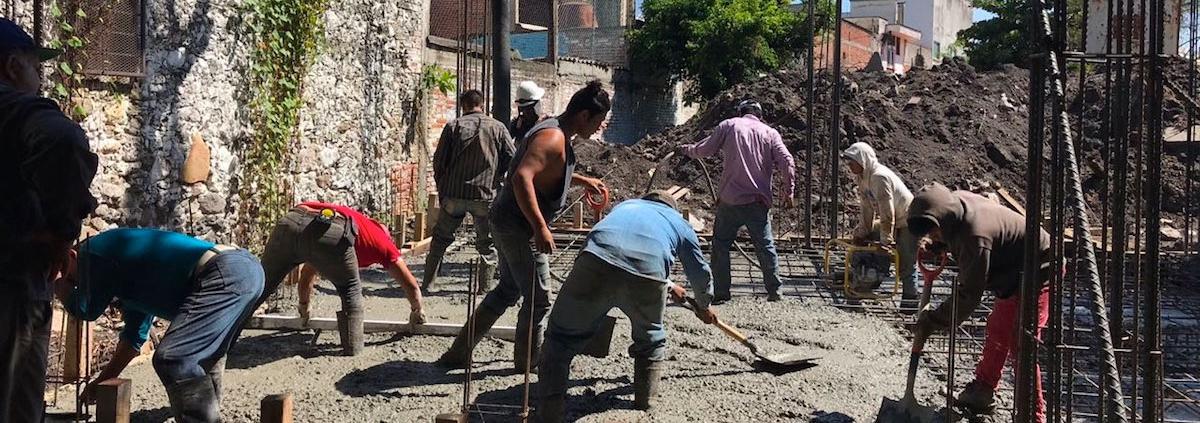 Voluntarios ayudan a reconstruir Jojutla.