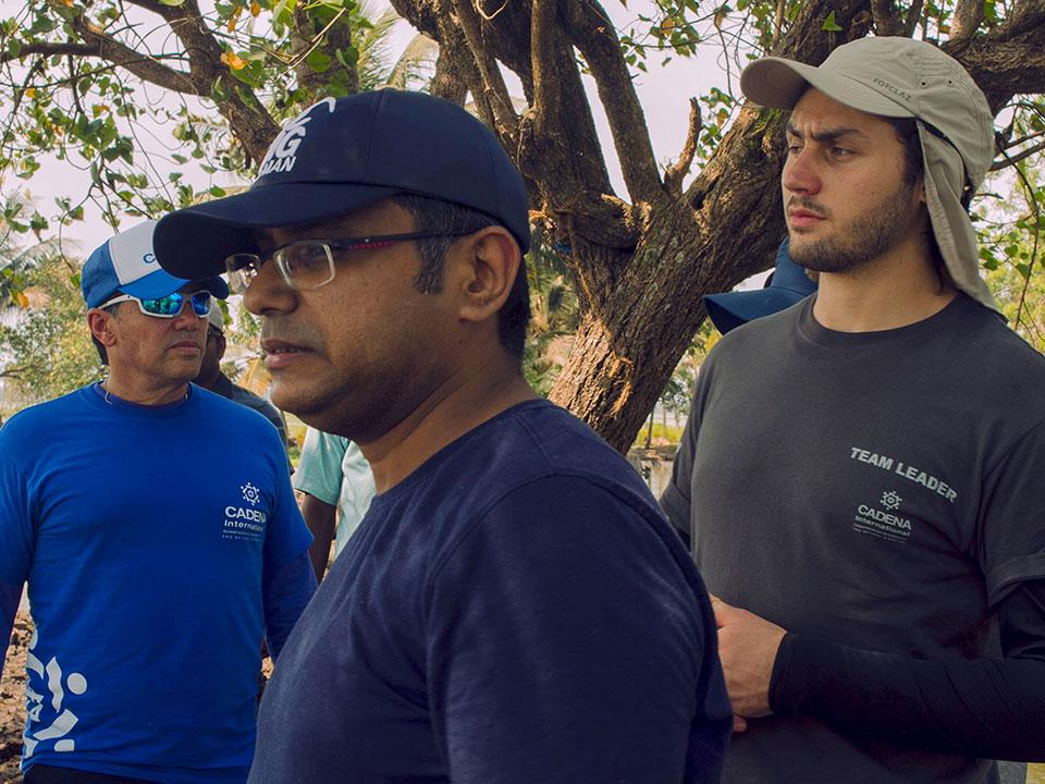 Voluntarios de Kerala, India con el equipo de CADENA.