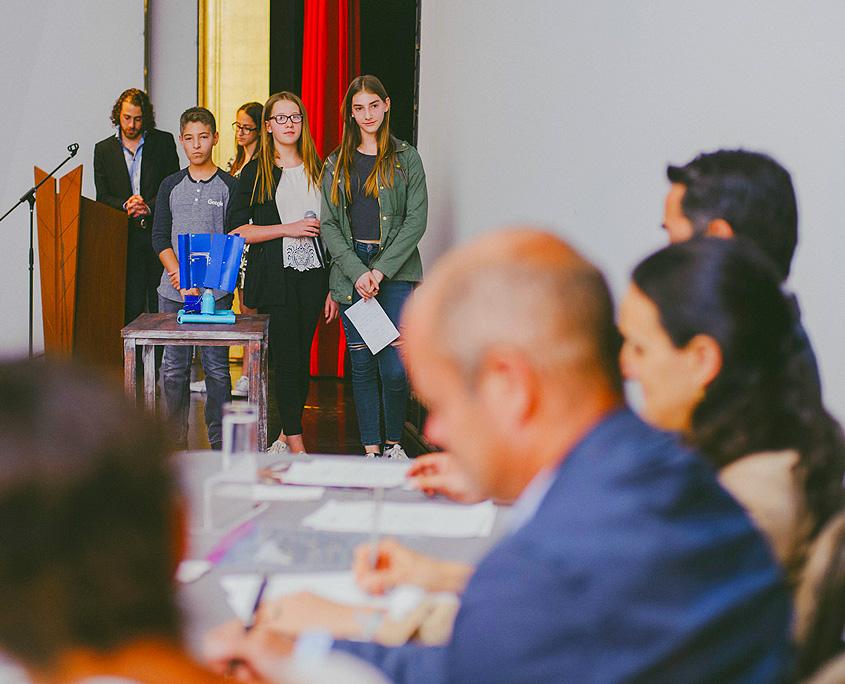 Participantes de Iniciativa CADENA esperan comentarios del jurado.