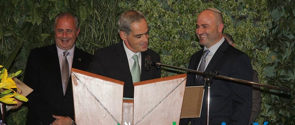 Jonathan Peled entrega Premio Herzl a Benjamín Laniado