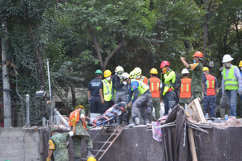 El Go Team participa en labores de rescate durante el sismo del 19 de septiembre en México.